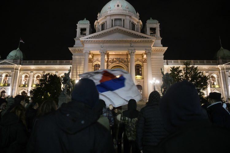Protest desničara ispred skupštine Srbije, zbog dešavanja na Kosovu, desničari, Kosovo, zastava, Skupština Srbije