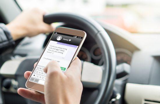 auto, telefon u vožnji, automobil