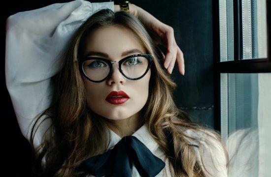 Devojka, žena, naočare, crveni karmin